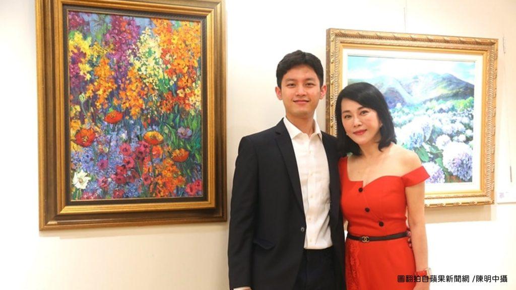 不老美女邱于庭開畫展300萬鑽錶安太歲炫23歲帥兒好驕傲